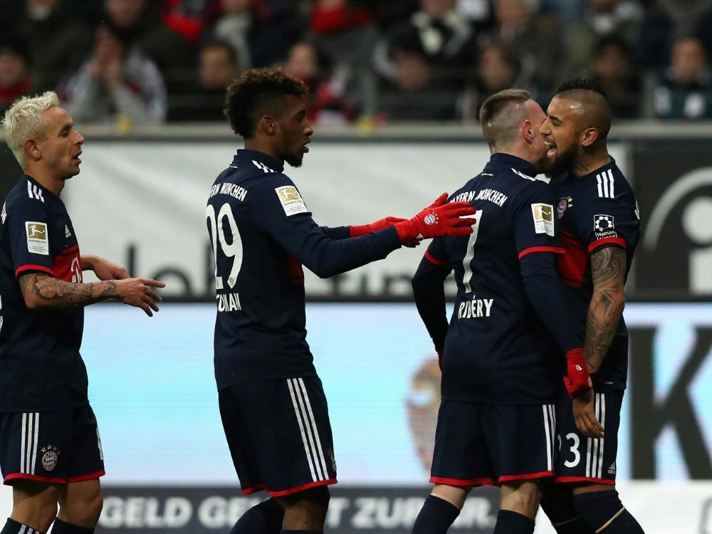 Vidal (r.) schießt die Bayern zur Herbstmeisterschaft