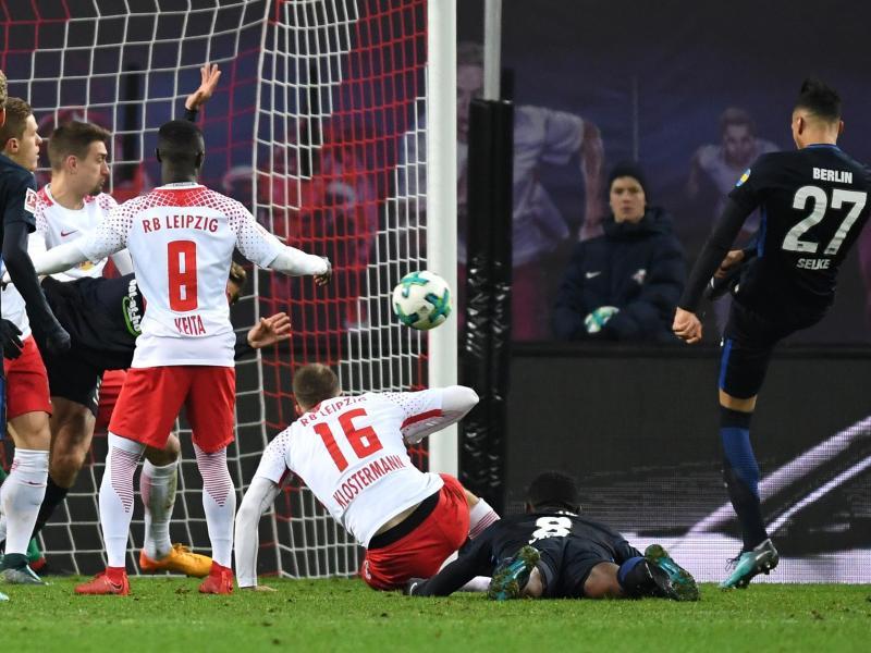 Herthas Davie Selke (r) traf gleich zwei Mal gegen die Leipziger. Foto: Hendrik Schmidt