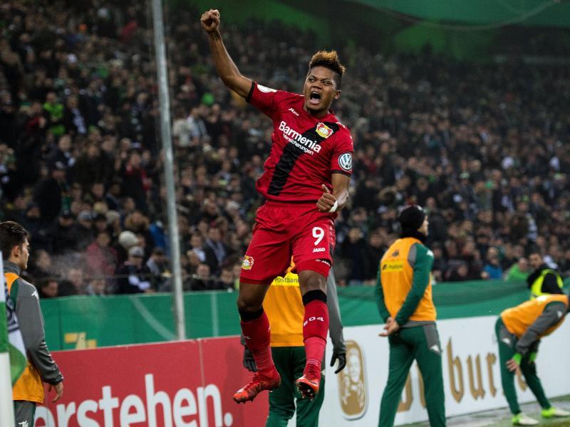 Leon Bailey schoss Leverkusen ins Viertelfinale. Foto: Marius Becker