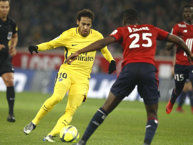 Einen Treffer steuerte Superstar Neymar (l) beim PSG-Sieg bei Lille OSC bei. Foto:Michel Spingler