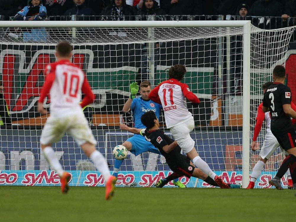 Augsburg gewinnt mit 3:0 gegen Eintracht Frankfurt