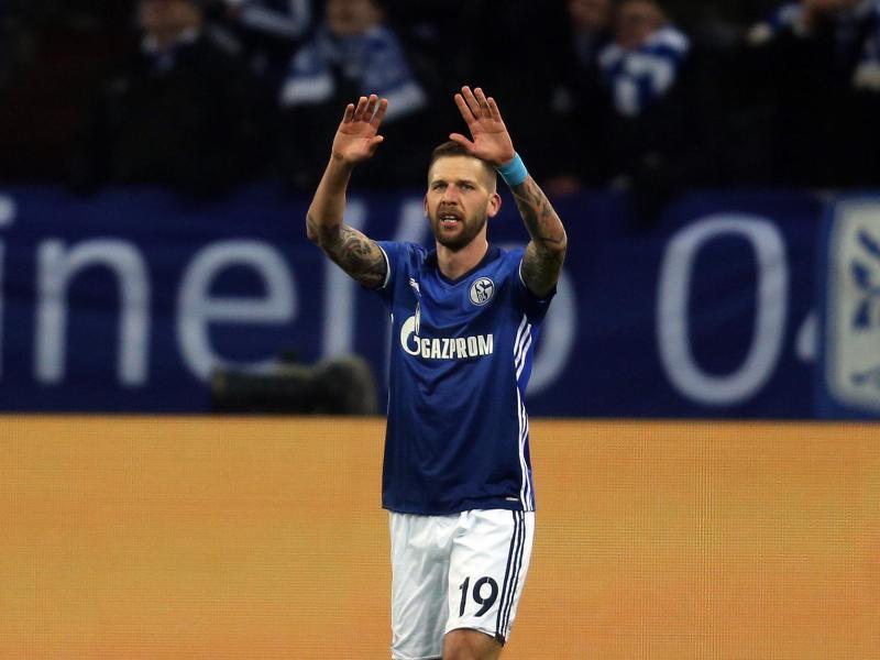 Schalkes Guido Burgstaller bejubelt sein Tor zum 1:0 gegen Wolfsburg. Foto: Ina Fassbender