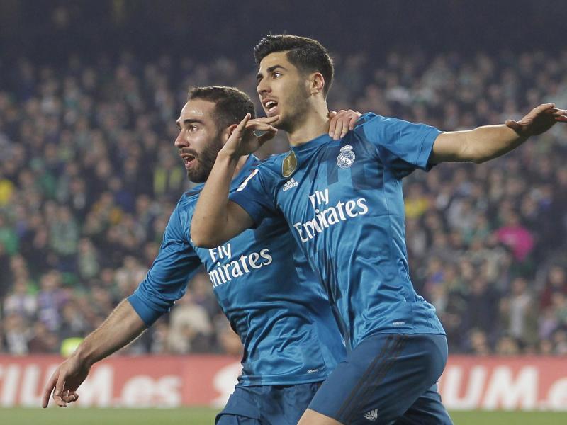 Madrids Marco Asensio (r) jubelt mit Teamkollege Daniel Carvajal über seinen Treffer zum 1:0. Foto: Miguel Morenatti/AP