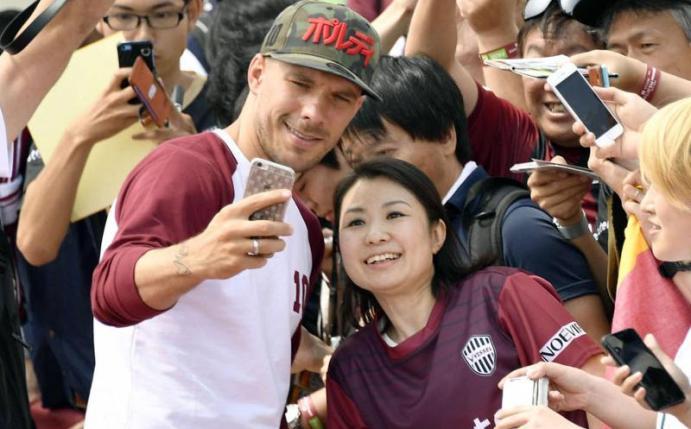 Foto: Podolski vor Saison in Japan: Mit VIP-Power zum Erfolg?