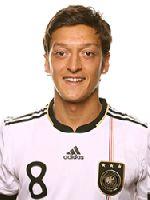 Sein schöner Treffer reichte fürs Achtelfinale: Mesut Özil