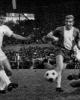 Nur Rudi Brunnenmeier (links) überwand den starken Keeper Hans Jäcker (am Boden). In der Mitte Mittelläufer Kaack