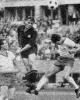 Weltmeister Max Morlock (Nürnberg) im Kopfballduell mit Schlesinger und Schimmöller (beide Hertha, v.l.)