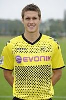 Stemmte die Meisterschale in die Höhe: BVB-Kapitän Sebastian Kehl